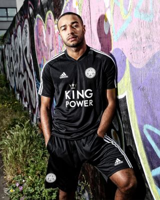 2019/20 adidas Leicester City Adult Black V-Neck Training Tee